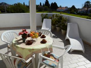 LOVELY APARTMENT IN GARDEM-F, Carvoeiro