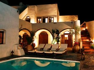 Mansion 1878 - Traditional villa in Santorini