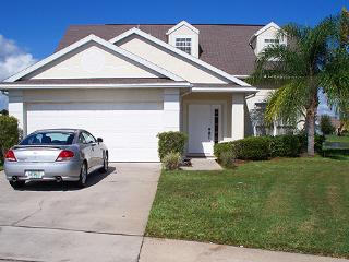 Disney location vila with 4 poster bed, pool, wifi, Kissimmee