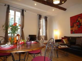 Grand, wonderfully located  apartment in Nice Old Town, sleeps 8