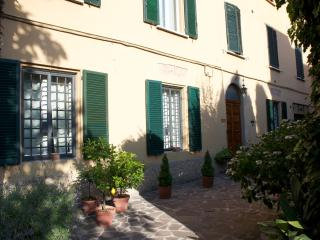 Flat in Bologna with green courtyard., Bologne