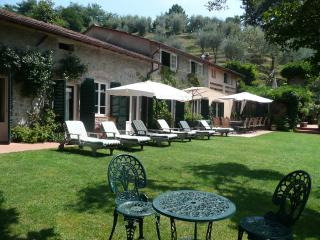 Luxury Tuscan villa rental with private pool and tennis court, San Martino in Freddana