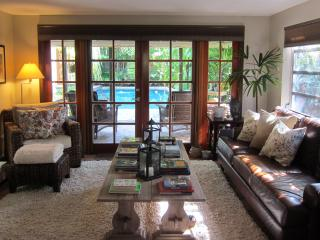 Charming 2bd/2ba with poolside cottage, Fort Lauderdale