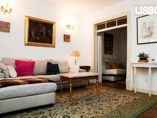 Cosy Central Flat with Patio, Lisbon