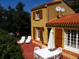 Villa located in a calm valley 15mn from the beach, Sorede