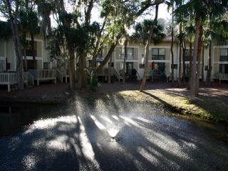 Walk to Beach, family friendly Villa, Hilton Head