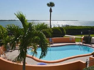 Bay to Beach: 3BR Condo with Pool and Boat Slip, Bradenton Beach