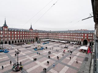Big Apartment in Plaza Mayor - Madrid center !!