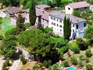 Gorgeous 5 bedroom villa in Siena, Tuscany boasts beautiful private gardens, terrace and swimming pool sleeps up to 10