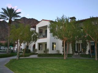 Upgraded 3BD/3BA-Near Main Pool, Garage Parking, Gourmet Kitchen & HDTV!, La Quinta