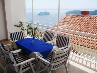 Spacious 3BED apt above the Old Town with sea view, Ploce