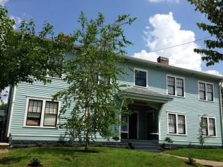 Suite 2 In Victorian Community Washer/dryer 3 beds, Louisville