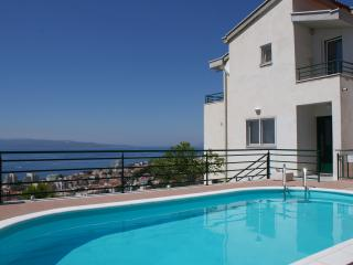 Yellow apartment NEW IN OFFER IS BREAKFAST, Makarska
