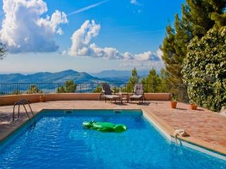 Villa l'Ecrignole,sleeps up to 8,private pool., Le Beausset