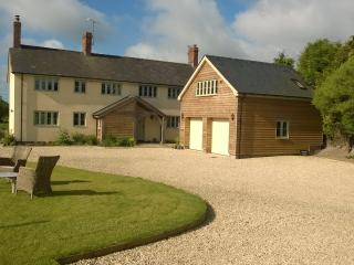 Self - Contained Studio Apartment with Rural Views, Devizes