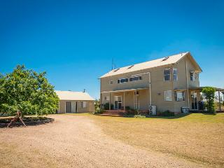Hunter Olive House, Hunter Valley - Broke vacation rentals