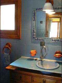 DOUBLE ROOM AND BATH IN SUIT