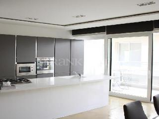 Stunning 3 Bedroom Apartment 30 seconds from the sea,, Sliema
