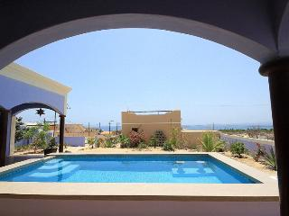 Casa Antigua,Classic Mexican style with all the amenities, La Ventana