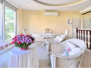 Luxurious bright n' cosy apartment in Greece, Glyfada