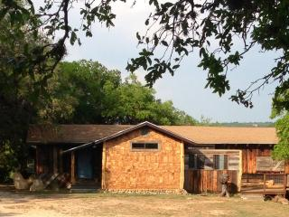 The Lucky Goat House-Beautiful River View, Canyon Lake