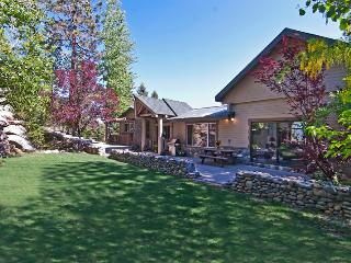 Renovated Luxury- LakeView, HotTub,by beach/casino, Zephyr Cove