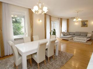 ZAGREB HOUSE4YOU   LUXURY APARTMENT 1, Zagabria
