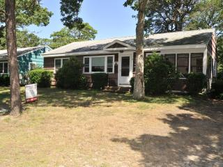 Spacious 3-bedroom with AC minutes to the beach, South Yarmouth