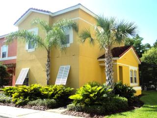 4 Bedroom and 3 Bath Townhouse In Exclusive Resort, Kissimmee