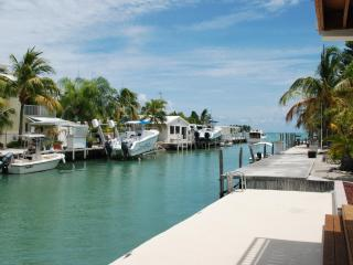 New Casa Solis With Scenic Views and 30' Dock., Marathon