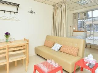 MTR/Mongkok/Clean/Home-like/7-8ppl - Hong Kong vacation rentals