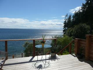 Gibsons Oceanfront - Designers 3 br Beach House