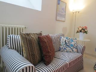 Marte homey basement apartment with terrace, Florence