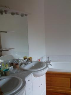 En suite to Master Bedroom