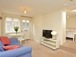 Great location by harbour, Torquay