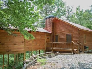 THE ANGLER`S REST- ADORABLE 2BR/1BA MOUNTAIN VIEW CABIN WITH A CHILDREN`S PLAY LOFT, WOOD BURNING FIREPLACE, HOT TUB, GAS GRILL, ONLY $99 A NIGHT!, Blue Ridge