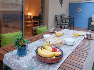 JUAN: 1 MINUTE TO BEACH-HUGE TERRACE, Sitges
