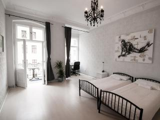 4 Bedroom Vacation Flat with Balcony in Berlin