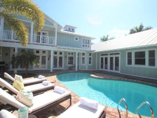 NAPLES MERMAID COTTAGE ~ Old Naples Beach House Style ~ Private Beach!