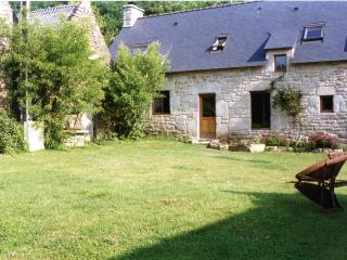 Mulberry Cottage with shared heated pool, Guemene-sur-Scorff