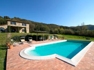 Splendid 4 bedroom Tuscan villa with swimming pool, private grounds and terrace, Guardistallo