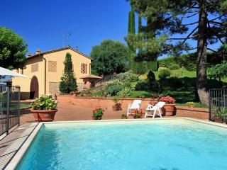 Beautiful detached Tuscan villa in Chianti hills featuring private outdoor pool, terrace and garden, San Gimignano