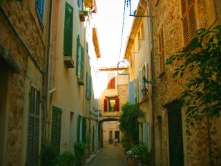 Charming 2 bedroom house in Antibes Old Town with