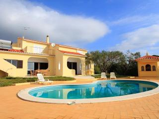 VILLA WITH POOL SLEEPS 10, Armacao de Pera