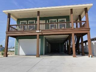Brand new 4 bedroom home right next to the pool!, Port Aransas