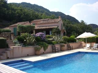Stunning, exclusive Saint Tropez villa offers private heated pool, tennis court, terrace and sea view, sleeps 8, St-Tropez