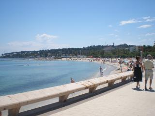 Apartment L'illette: Wonderful Antibes holiday accomodation with balcony and sea view