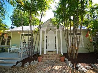 TOON HALL @ TROPICAL VILLAGE - Great For Large Groups. Close to ATL Ocean!, Key West