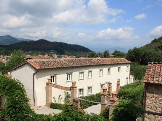 5 bedroom Tuscan farmhouse, Lucca