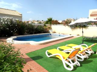 3 Bedroom Detached with Air-Con and Pool La Marina